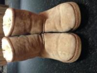 Kids size 3 Ugg boots - no rips or stains - Chestnut colour